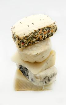 Pilha de queijos mistos