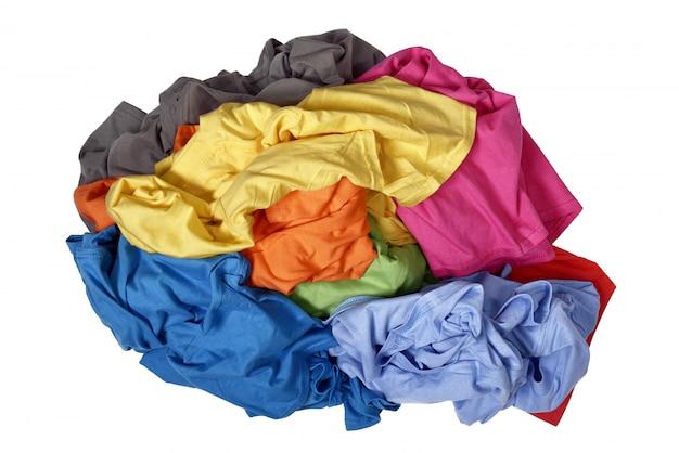 Pilha de roupas bagunçadas
