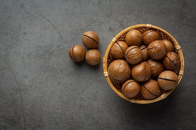 Pilha de semente crua de macadâmia