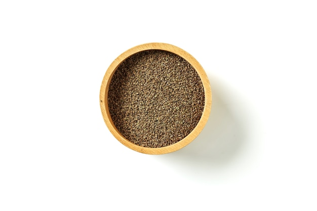 Pilha de sementes orgânicas de aipo em uma tigela. vista do topo