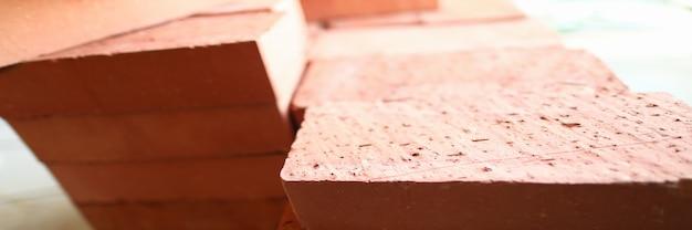 Pilha de tijolos novos