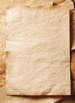 Pilha de velhas folhas de papel