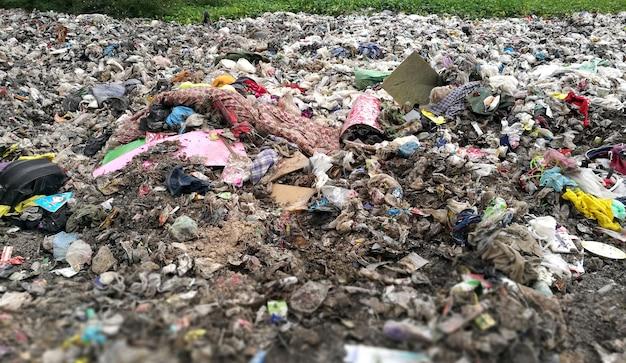 Pilha do st do lixo o aterro sanitário.