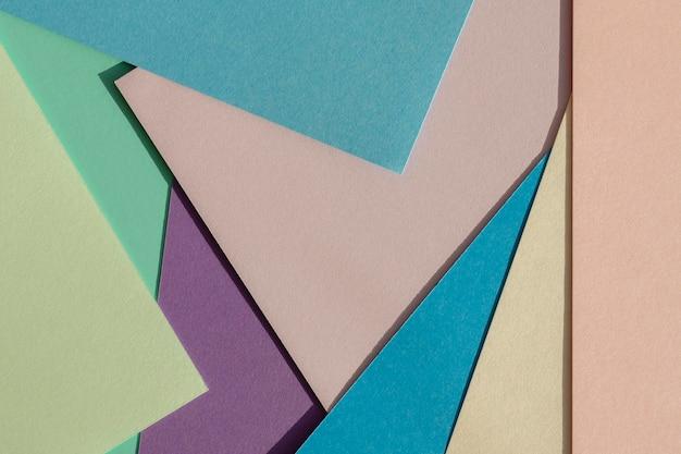 Pilha plana de camadas de papel colorido