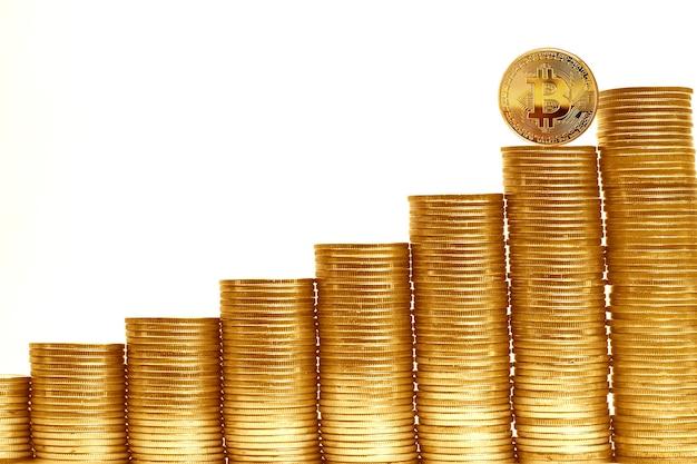 Pilhas de bitcoins em tamanhos diferentes
