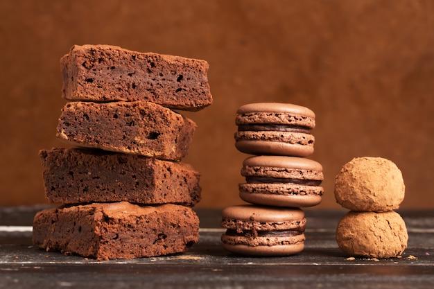 Pilhas de bolos de chocolate