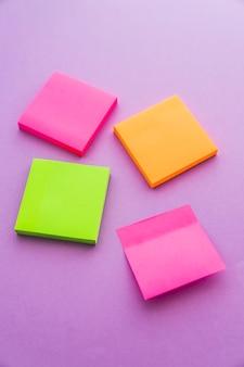 Pilhas de notas adesivas