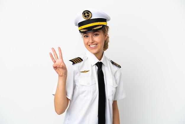Piloto de avião loira isolado no fundo branco feliz e contando três com os dedos