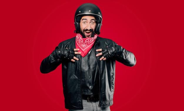 Piloto de moto surpreso