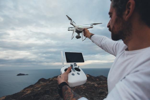 Piloto drone profissional ou fotógrafo de estoque