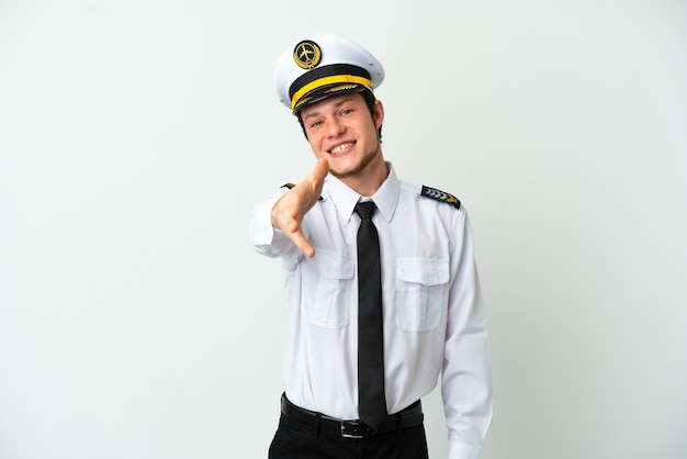 Piloto russo de avião isolado em fundo branco apertando as mãos para fechar um bom negócio