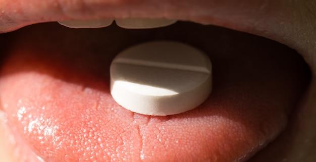 Pílula na cena da boca