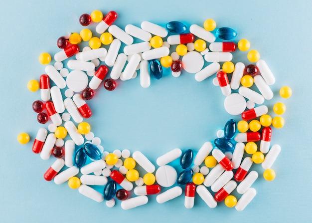 Pílulas coloridas com copyspace