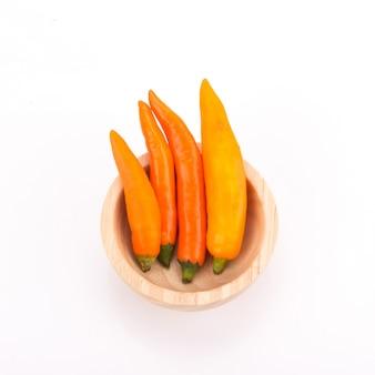 Pimenta amarela isolada em um fundo branco