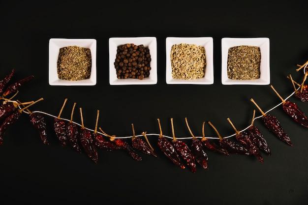 Pimenta e especiarias secas