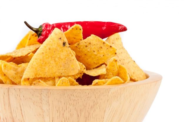 Pimenta em uma tigela cheia de batatas fritas