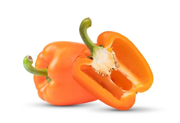 Pimenta laranja isolada em fundo branco