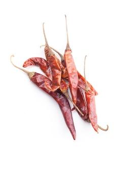 Pimenta malagueta vermelha seca isolada no branco