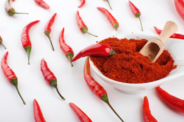 Pimenta vermelha com pimenta em pó