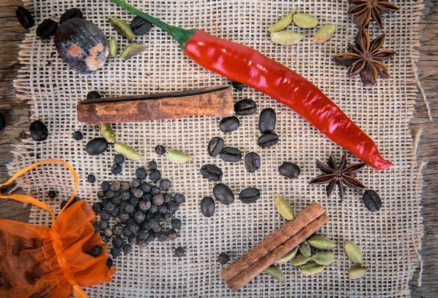 Pimenta vermelha e outras especiarias