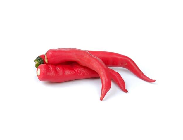 Pimenta vermelha isolada em um fundo branco Foto Premium