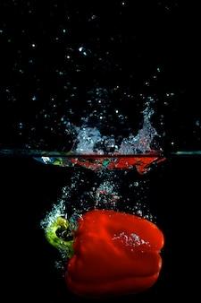 Pimenta vermelha na água