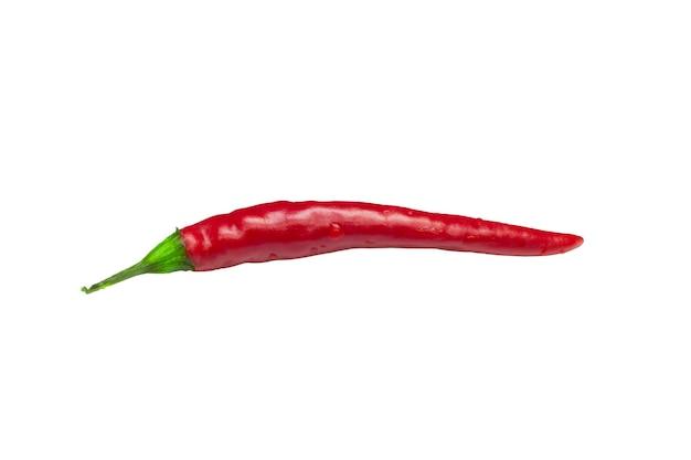 Pimenta vermelha quente isolada no fundo branco, conceito de comida