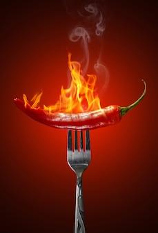 Pimenta vermelha quente isolada
