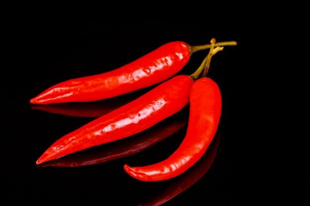 Pimentão e pimenta no preto