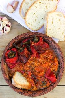 Pimentão em molho de tomate e creme de leite