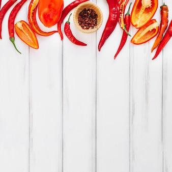 Pimentas e especiarias em tigela