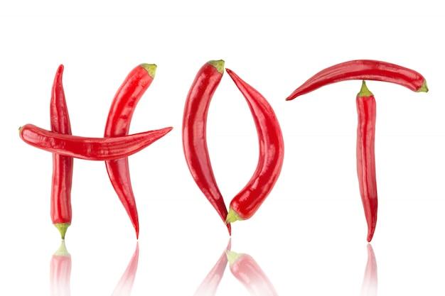 Pimentas malagueta vermelha soletrando a palavra quente