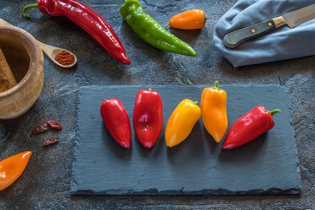 Pimentas na mesa
