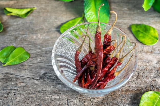 Pimentas secas, especiarias, pimentas secas para comer junto com comida tailandesa.