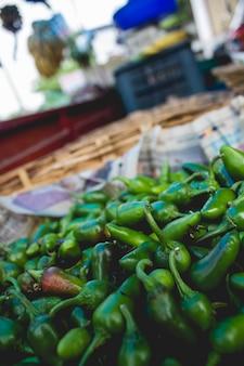 Pimentas verdes em um mercado na índia