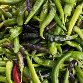 Pimentas verdes para venda no mercado, thimphu, butão