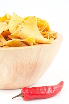 Pimento ao lado de uma tigela de batatas fritas