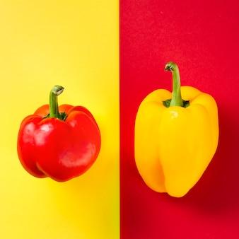 Pimentos doces e fundo contrastados