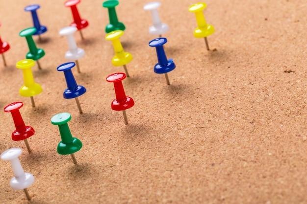 Pin board textura e pinos coloridos