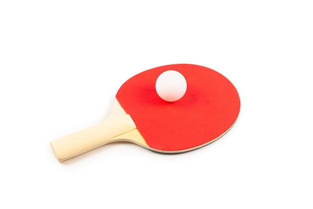 Pin pong em um fundo laranja. vista do topo.