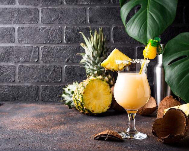 Pina colada. cocktail tradicional do caribe