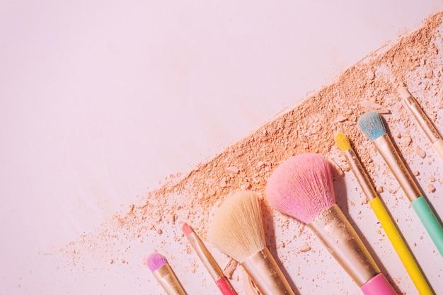 Pincéis de maquiagem com pó