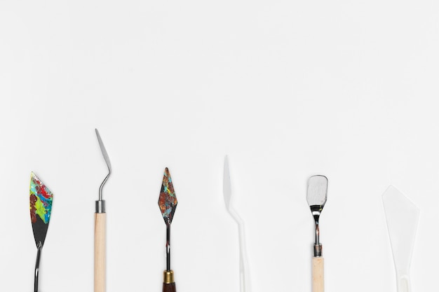 Pincéis de pintura com cópia-espaço