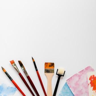 Pincéis de pintura de artista de espaço de cópia