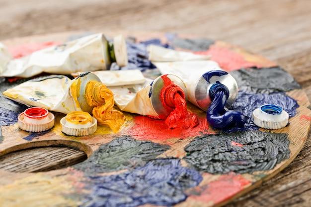 Pincéis e tintas