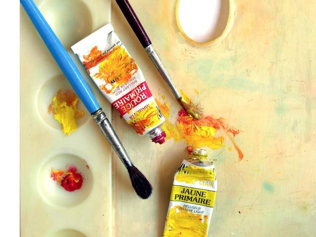 Pincel, cor e paleta