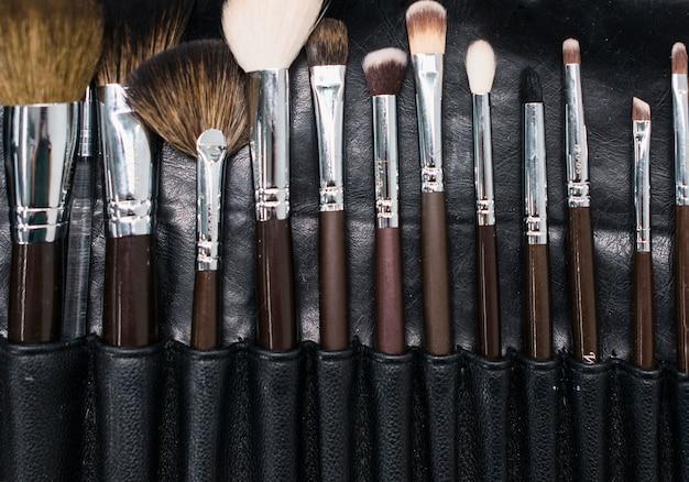 Pincel de maquiagem definido no caso