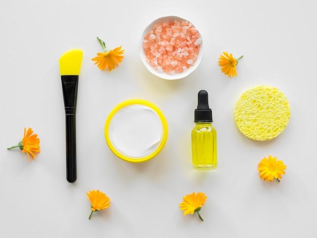 Pincel de maquiagem e composição de óleos de tratamento de spa