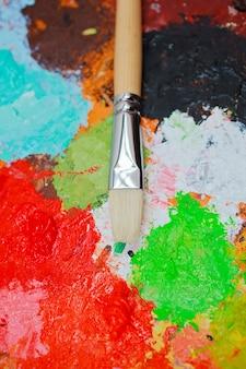 Pincel e cores