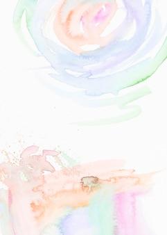 Pinceladas de aquarela, isoladas no fundo branco